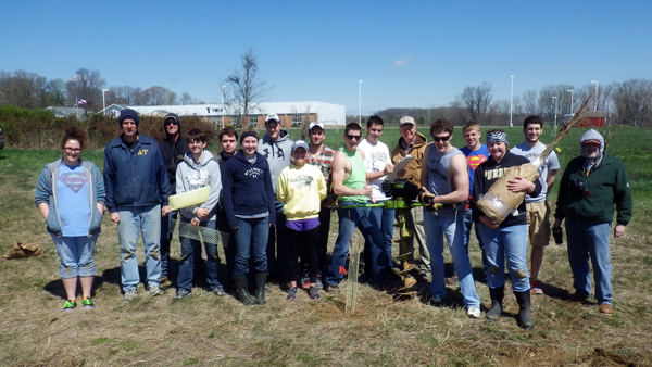 Salem High School student teachers and advisors begin chestnut project on their school grounds_web