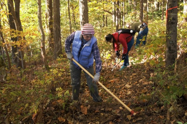Clearing a trail at Porter West Preserve during October 2015 Preserve-a-Preserve Day. Photo by Jaime Sweany.